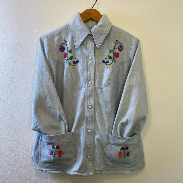 【women's】embroidered denim shirt ¥7,700-  #alaska_tokyo #vintage #shimokitazawa #usedclothing