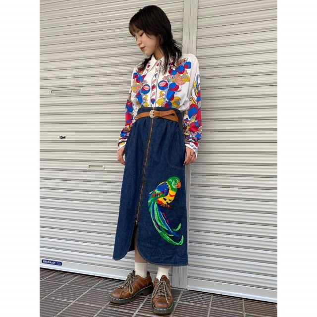 【women's】  ・polyester long sleeve shirt ・bird embroidered front zip denim skirt  #alaska_tokyo #vintage #shimokitazawa #usedclothing